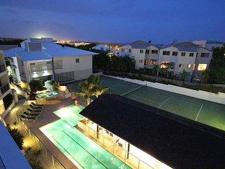 2BR Coolum Beach ★Rooftop Terrace★Spa★Tennis★Pool