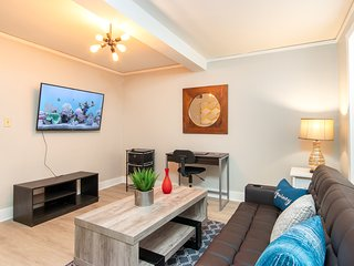 The Modern Downtown Retreat, Perfect for Couples!