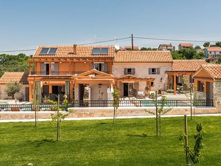 Villa Hirundo Rustica - feel like home, meet NP Krka! *with pool/jacuzzi/sauna*
