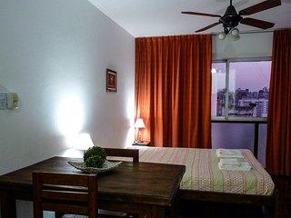 Luminoso departamento en calle Rivadavia piso 12