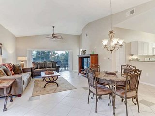Ideal Location, Close to Beaches! Community Pool, Spa & Fitness Room! Free Bikes