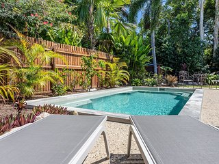 Mango Wood Retreat - Clifton Beach, QLD