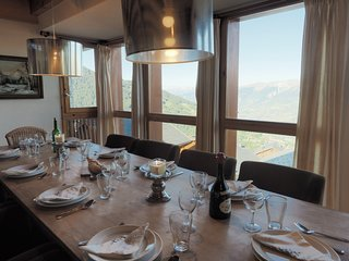 Chalet Le Grizzly sleeps 10p and is in the ski in/ski out Bellecote chalet park