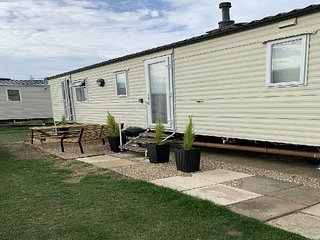 8 berth caravan for hire at Heacham holiday park in Norfolk ref 21032 H