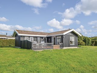 Awesome home in Ebeltoft w/ WiFi and 3 Bedrooms (D10107)