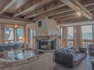 La Couronne is a spacious ski chalet that sleeps 10p over 3 floors