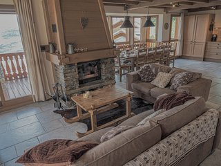Le Cairn, stunning 14p, 7 bedroom chalet with sauna & games room