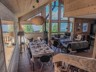 Wonderfully renovated 8p, ski to door chalet with hammam/steam room