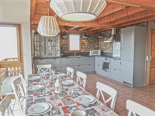The Hunting Lodge (B23) is a 10p chalet situated directly on the piste