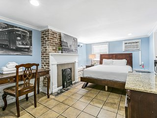 Budget Friendly Studio Next to City Park