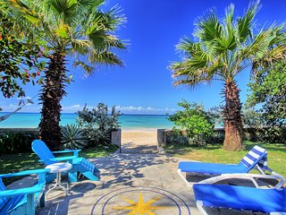 On Beach, Free Kayak, Newly Refurbed, Cook, 2 Big Beds, 4 Guests, (BCRB)