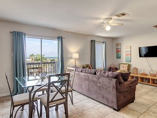 Dog-friendly condo w/ shared pool & free WiFi - walk to the beach!