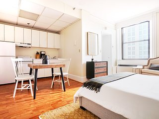 Sonder | Theater District | Chic Studio + Kitchen