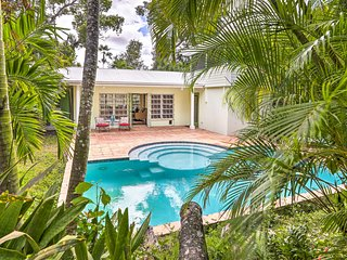 Bright St Thomas Getaway w/Pool, 3Mi to Magens Bay