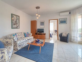 1 bedroom Apartment with Air Con, WiFi and Walk to Beach & Shops - 5052724