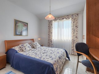 1 bedroom Apartment with Air Con, WiFi and Walk to Beach & Shops - 5052727