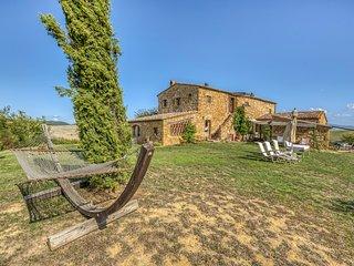 Pienza Villa Sleeps 13 with Pool and Air Con - 5049082
