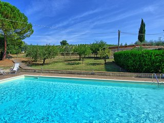 San Gimignano Villa Sleeps 6 with Pool Air Con and WiFi - 5784149