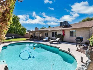 Private Pool, Ideal Location! Newly Updated! Worldly Charm Close to shopping/Din