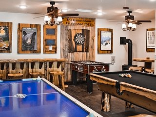 Family fun at the game room: pool table, foosball, air hockey, darts, hot tub...