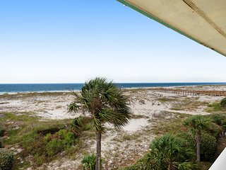 Cozy, waterfront Gulf condo w/ beach access, shared pool & hot tub