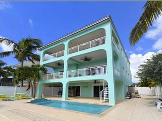 Keys Paradise! Bayside Home with private pool, jetted tub, water views, dock, ne