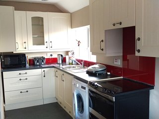 Studio B&B with own kitchen - King Bed or twin with extra single if needed