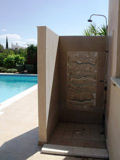 Outside shower area with mosaics