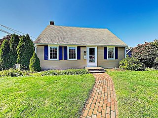 Captivating Home Minutes to Colonial Acres Beach