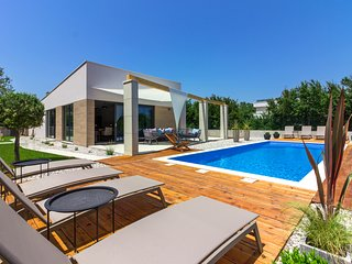 Luxury villa Maell with pool, kids playground near Medulin and Pula