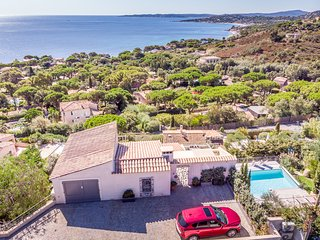 193048 villa, 4 bedrooms, partly airco, elevator, heated pool of 8 x 4 mtr.