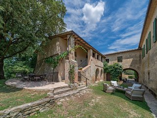 Fagianaia Luxury farmhouse at Borgo Castelrotto - 6 to 10 Guest