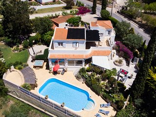 Vivenda Madrugada . 4 Bed Villa With Pool & Jacuzzi Near Town Centre