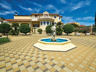 Amazing home in Vodice w/ Outdoor swimming pool and 5 Bedrooms