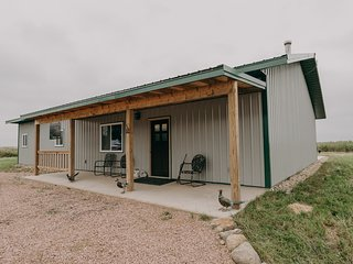 Private East River Lodge, Near Mitchell (Sleeps 12)