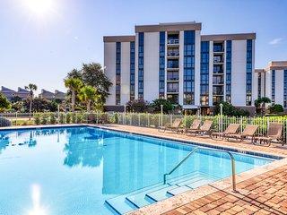 Gorgeous condo with shared pool, tennis court, beach access & Gulf views!