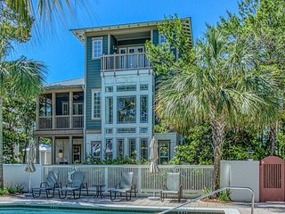Accessible home w/ocean views from balcony, shared pool & game room - Dogs ok!