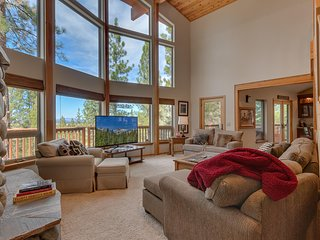 4 BD, 4BA Private Home in Northstar | Shuttle | Resort Amenities | Sleeps 12