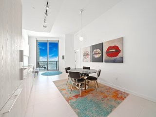 Artsy one bedroom apartment with Miami views
