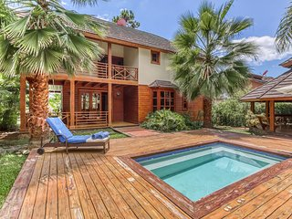 Breezy, tranquil villa among the palms w/ plunge pool & terraces! Dogs OK!