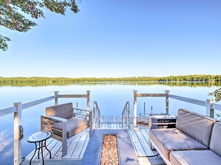 Cozy Cottage on Maranacook Lake w/ Updated Dock!