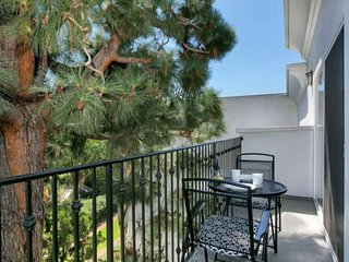 Classic Studio in Cortez Building - Beautiful Views of Torrey Pine and Golf Cour