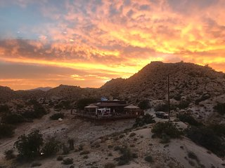 StarBeloved Temple Ranch - Secluded Boulder Estate Yucca Valley/Joshua Tree