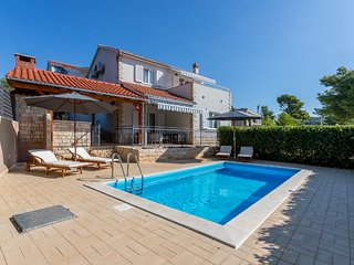 Villa Maslinica - New villa with a swimming pool