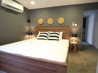 Calming 2 Bed Apartment 1 min to Tuol Sleng S21