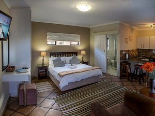 Guest Lodge - Self Catering with choice of breakfast