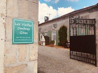 Le Cognac- Les Vieilles Ombres - Gite 25 Minutes from Cognac