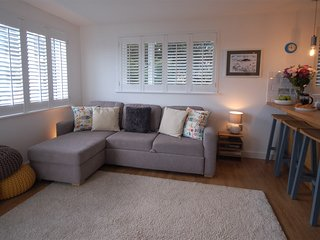 Jack's Stay, Salcombe - Stylish apartment in private peaceful central location.