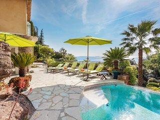 Beautiful  villa w/ private infinity pool & amazing views, family friendly!