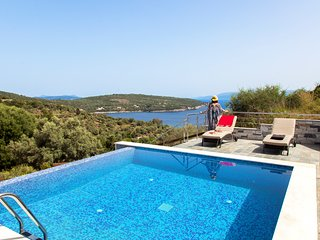 Luxury Villa De Ewelina with Heated Pool & Jacuzzi